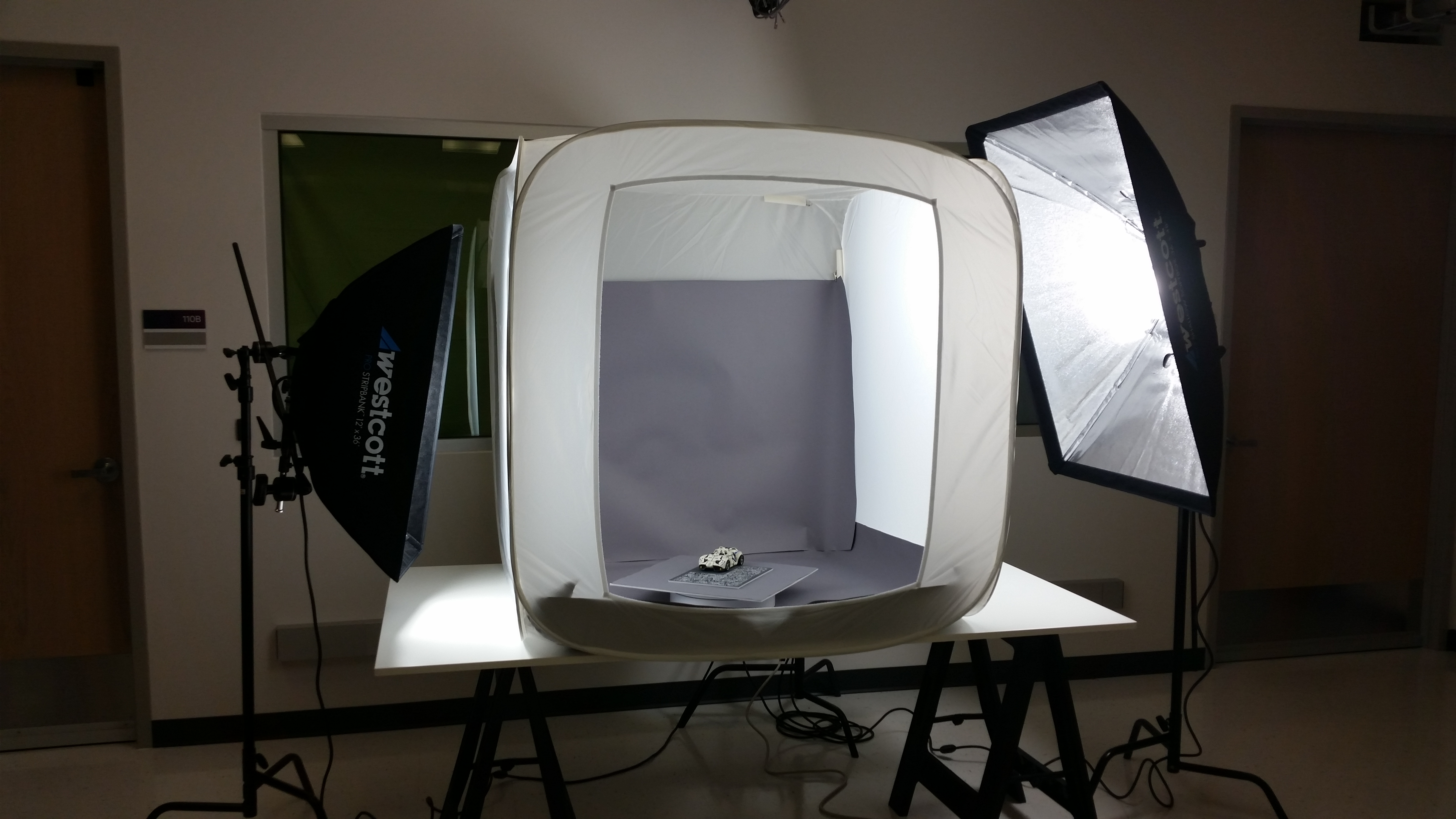 scanning environment using a light tent